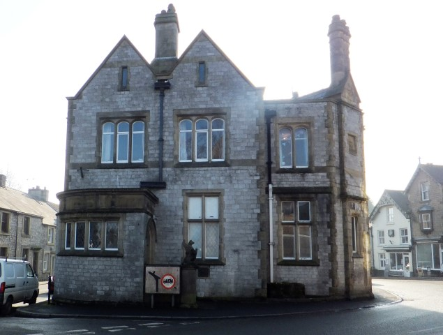 Ground floor commercial suite to let in Tideswell