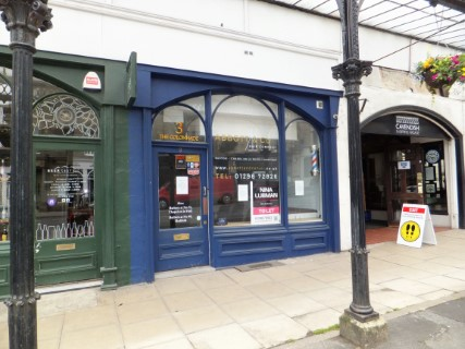 Former barbers to let in Buxton