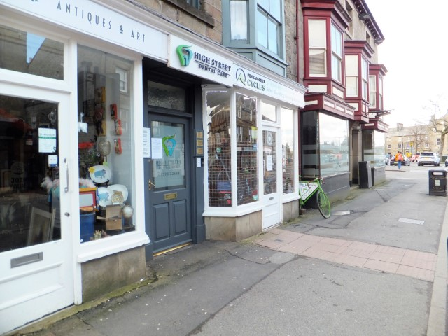 Shop to let in central Buxton