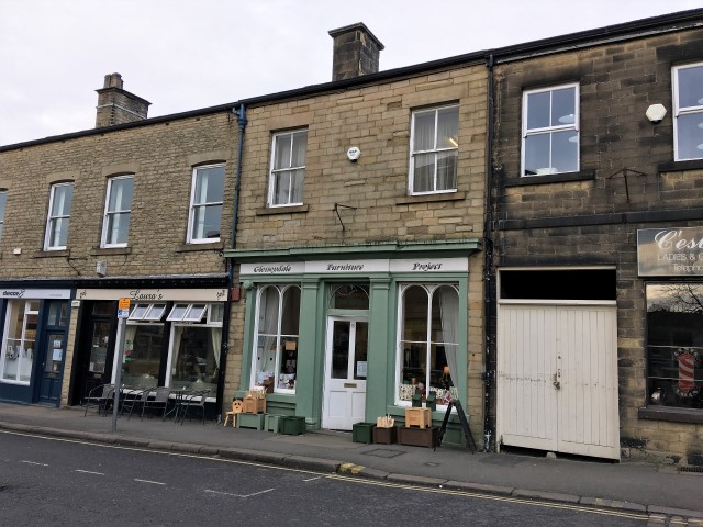 Shop to let in Glossop
